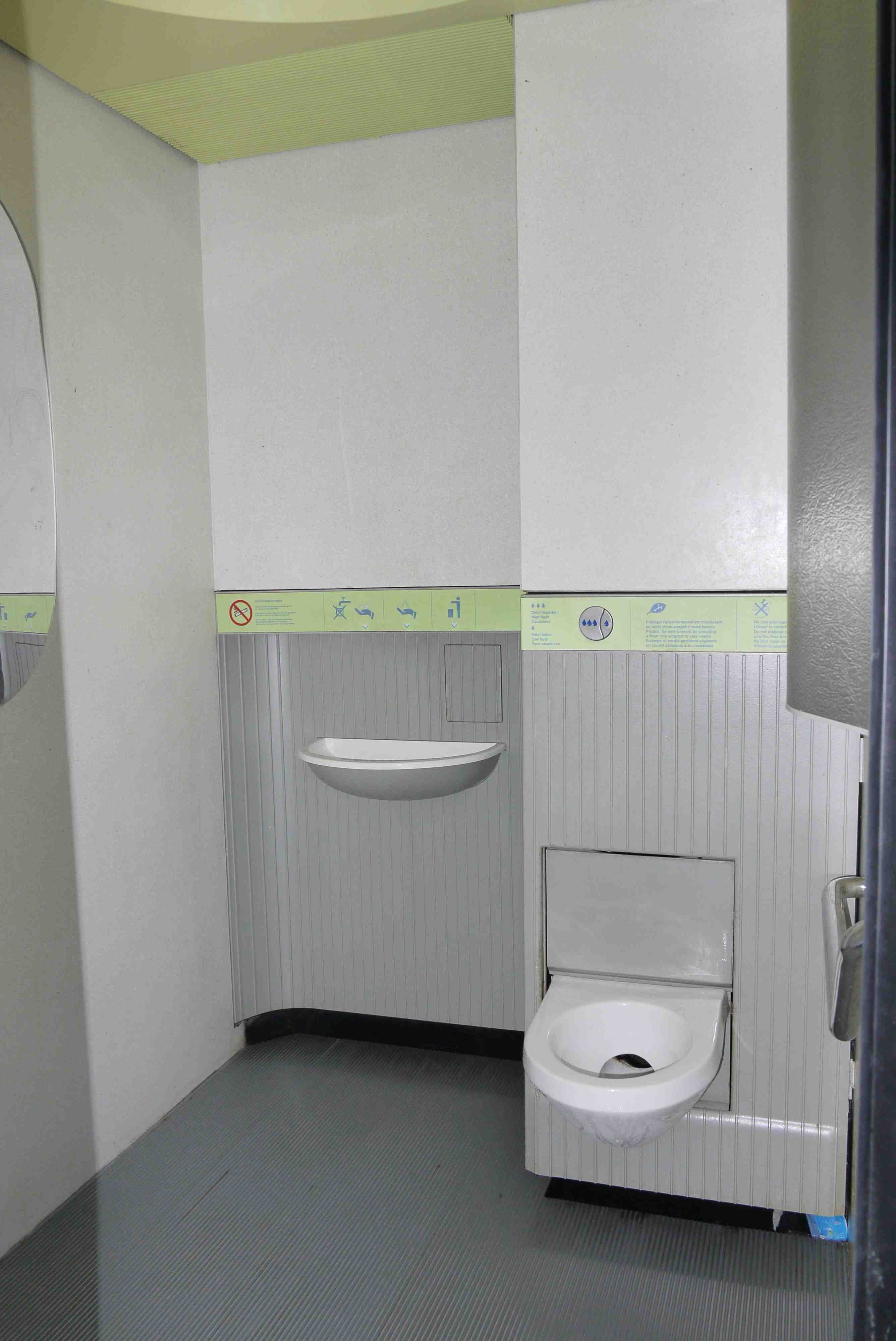Paris toilets free and clean stylish or standard - Interiors commode ...