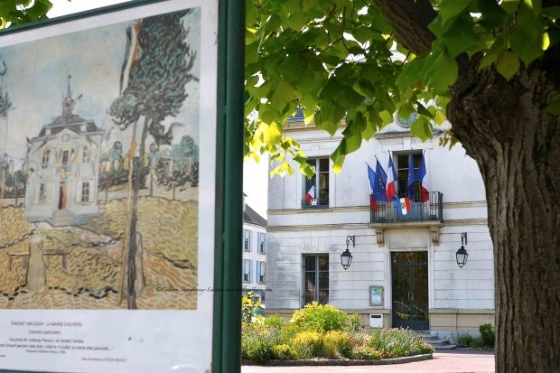 Auvers sur Oise City Hall with matching VanGogh painting