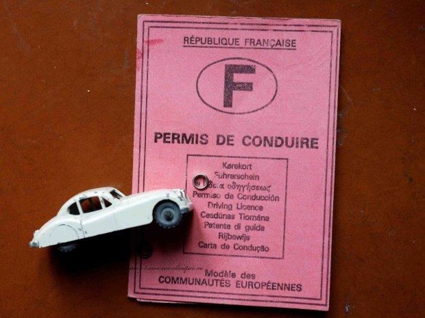 Citroen model car in front of French Driver License permis de conduire