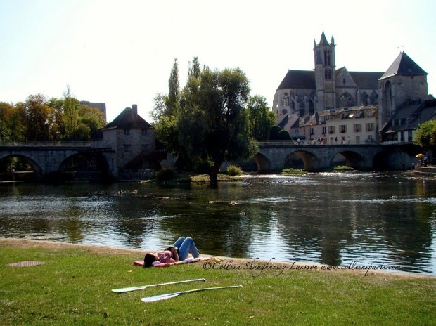 Take a train to Champagne sur Seine and bike to Moret sur Loing http://www.ville-moret-sur-loing.fr