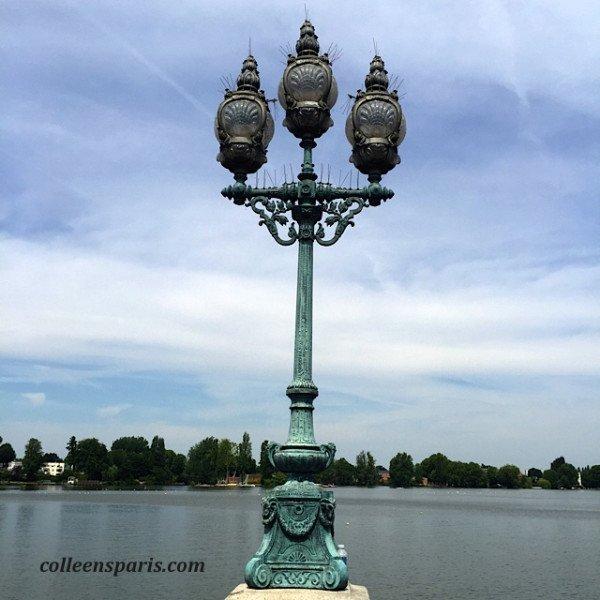 Along the promenade of Lake Enghien