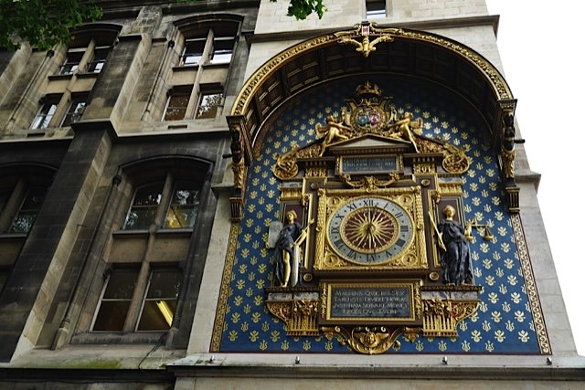 April_Conciergerie_Horloge_642