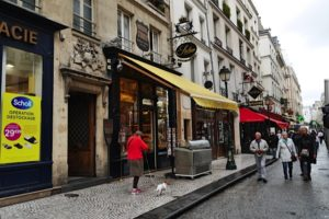 rue Montorgueil showing pastry and traiteur shop Stohrer-baba au rhum